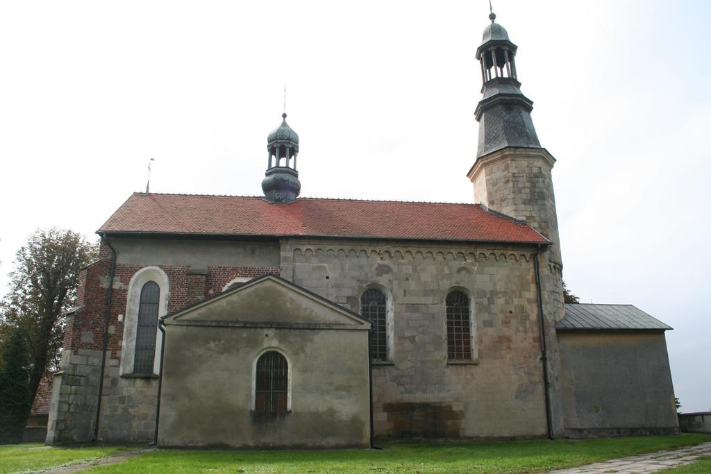 Kościół parafialny w Prandocinie. Przykład konsekwentnego etapowania prac konserwatorsko-budowlanych.